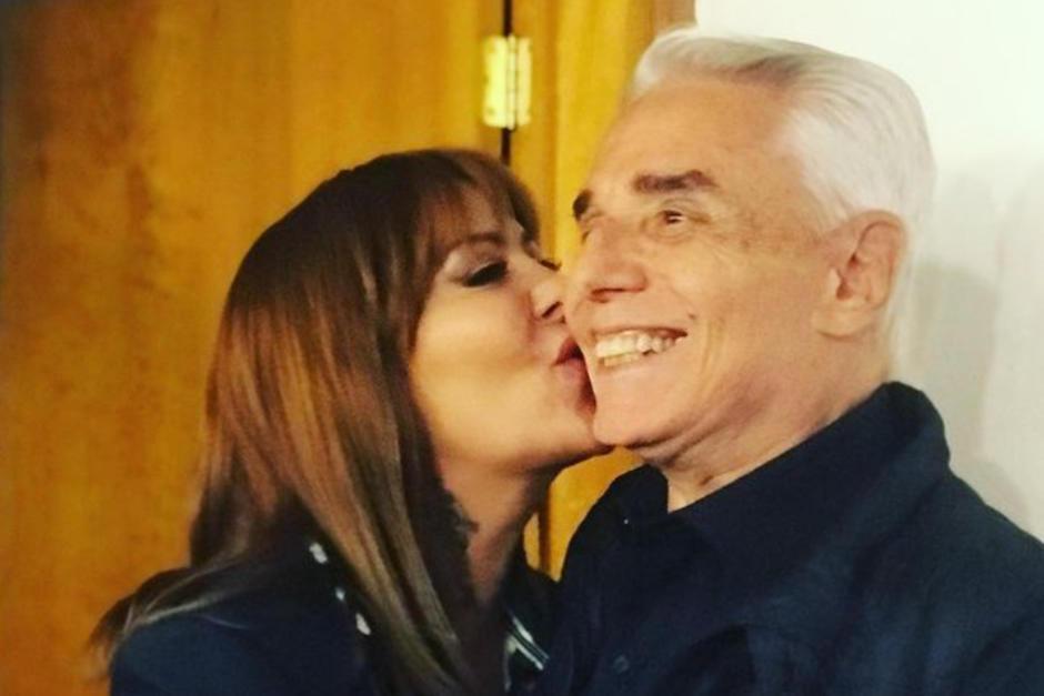 Publican video donde Alejandra y Enrique Guzmán se besan