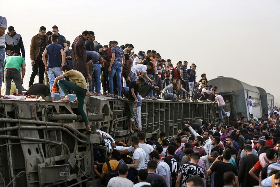 Al menos 11 personas murieron luego que se descarrilara un tren en El Cario. (Foto: AFP)