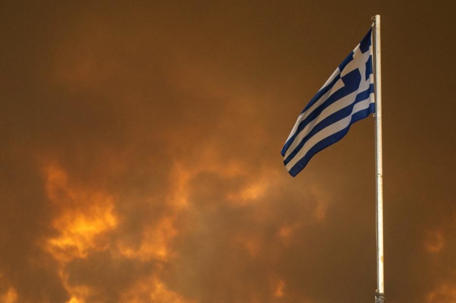 La isla de Eubea, Grecia, es devorada por las llamas de un incendio que destruye todo a su paso. (Foto: AFP)