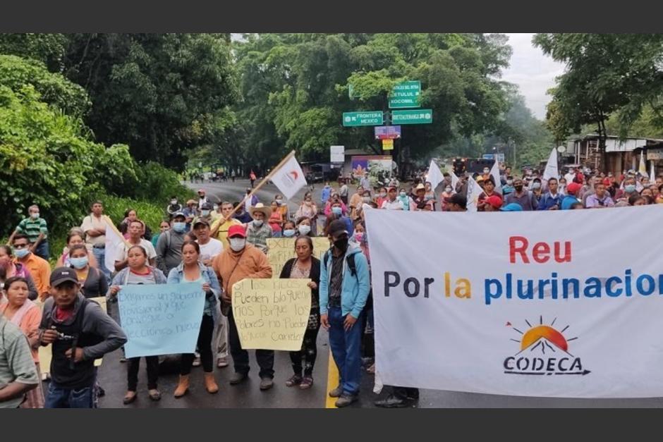 Decenas de personas realizaron bloqueos en varios puntos del país para manifestar contra el presidente Alejandro Giammattei. (Foto: Prensa Comunitaria)