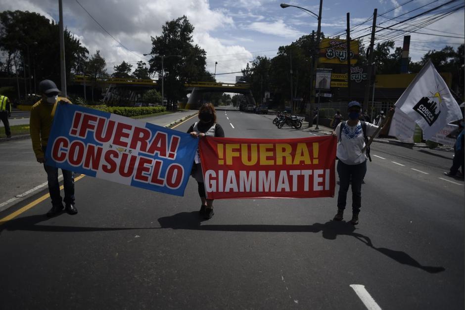 Un bloqueo se mantiene en la calzada Raúl Aguilar Batres y 30 calle de la zona 12. (Foto: Wilder López/Soy502)