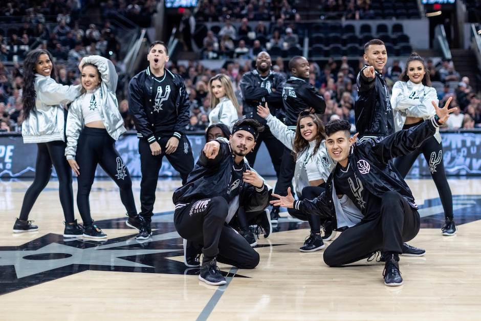 "Landro Rodas formó parte de la ""Hype Squad"" de los Spurs de la NBA. (Foto: San Antonio Spurs)"