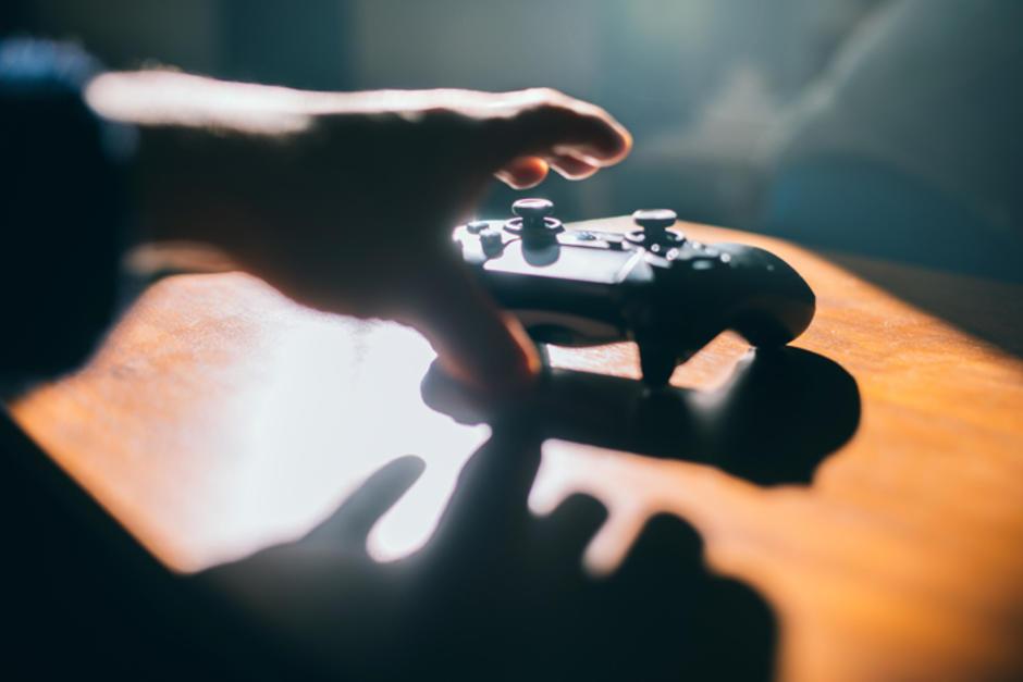 """Un joven sufrió un extraño ataque después de jugar el famoso videojuego """"Free Fire"""". (Foto ilustrativa: holadoctor.com)"""