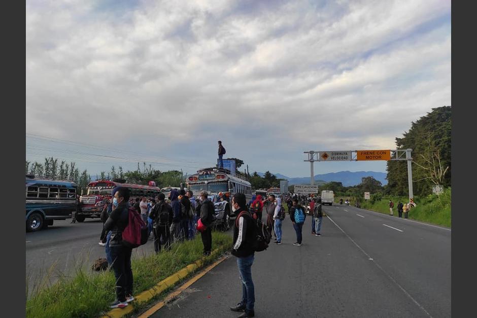 En carretera a El Salvador, son pilotos los que mantienen bloqueada la ruta. (Foto: Provial)
