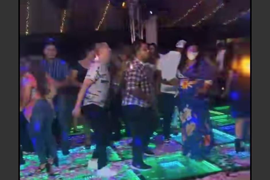 Denuncian celebración masiva en San José la Arada departamento de Chiquimula. (Foto: captura de video)