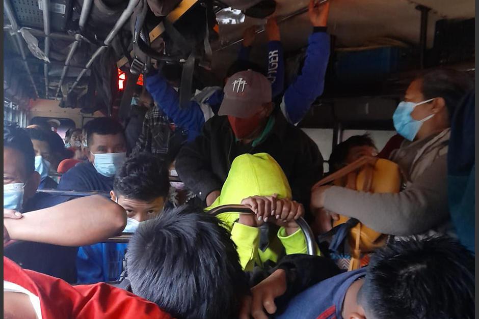 La PNC sancionó a dos buses por no respetar el distanciamiento. (Foto: @DTransitoPNC)