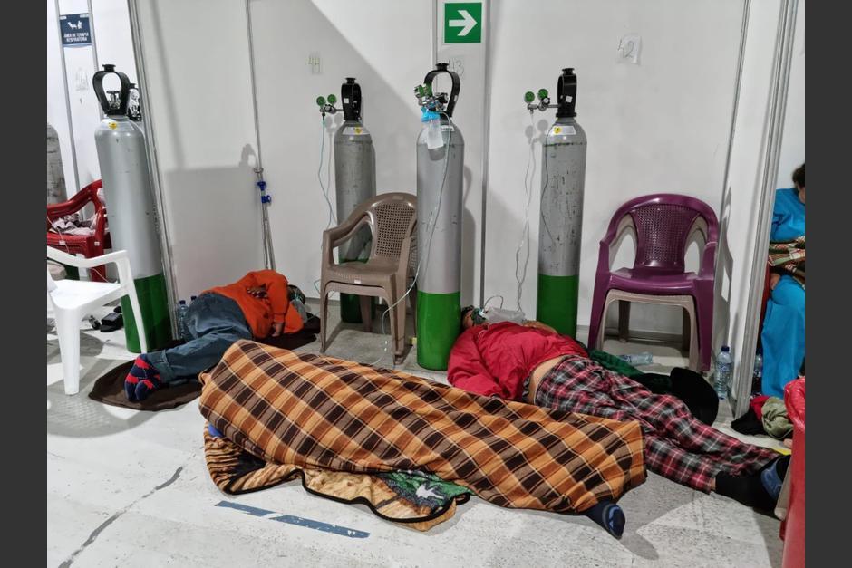 Las imágenes del 11 de agosto del hospital temporal del Parque de la Industria causaron indignación, porque muchos pacientes estaban en el suelo. (Foto: Archivo/Soy502)