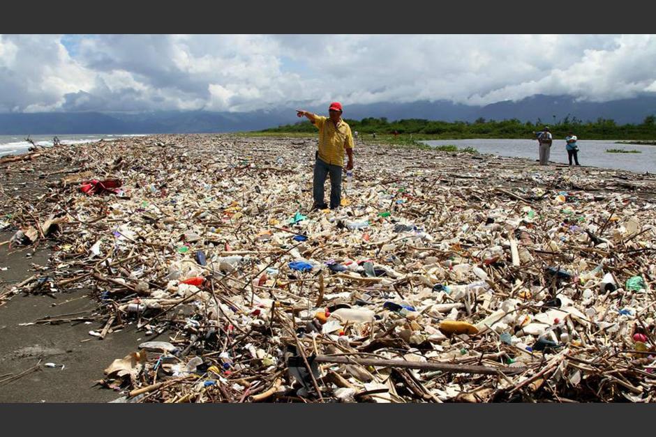 Cientos de toneladas de basura son arrastradas por el río Motagua, desde Guatemala año hacia Honduras. (Foto: Abriendo Brecha)