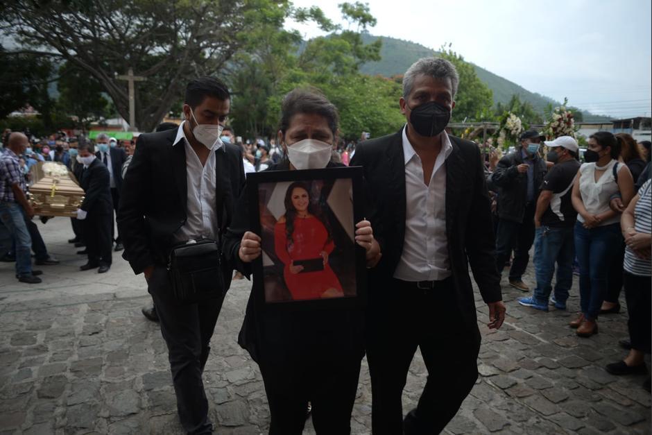 La familia y amigos de Vivian Vásquez la despidieron. (Foto: Wilder López/Soy502)