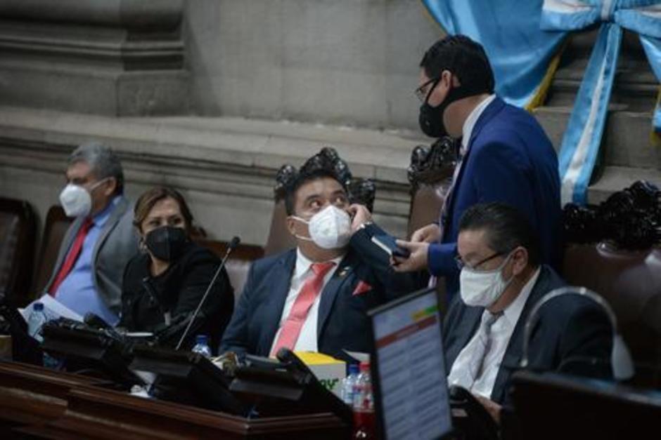 Allan Rodríguez (al centro) ha convocado a la Junta Directiva del Congreso para cumplir con lo ordenado por la CC y sesionen por el Estado de Calamidad. (Foto: archivi/Soy502)
