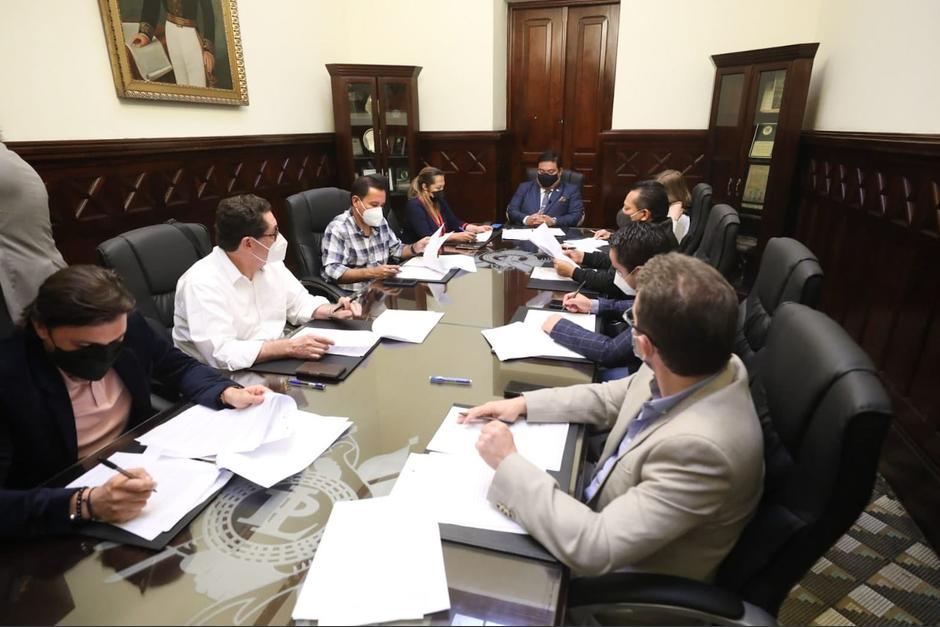 Los integrantes de la Junta Directiva durante la reunión en las oficinas del Congreso. (Foto: Congreso)