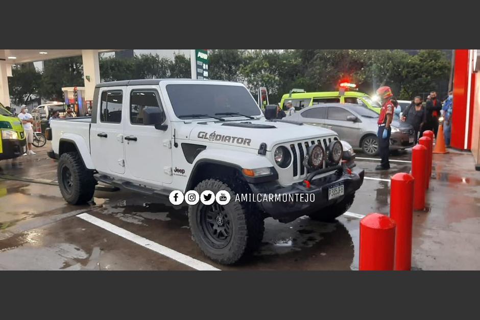 Un hombre murió en el interior de una gasolinera. La víctima fue atacada cuando se encontraba al lado de su vehículo en el bulevar Los Próceres. (Foto: Amílcar Montejo)