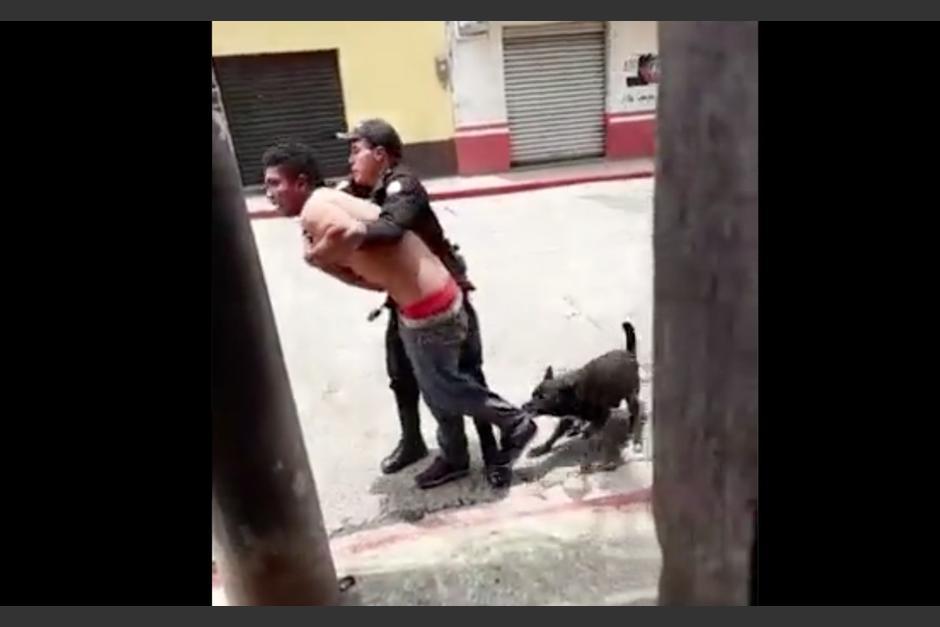 Un agente canino contribuyó en la detención de una persona que escandalizaba en la vía pública. (Foto: Captura de pantalla)