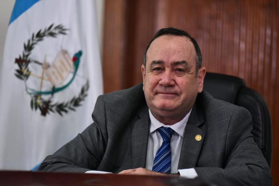 El presidente Alejandro Giammattei habría presionado para que se firmara un acuerdo que favorece a Tigo. (Foto: Presidencia)