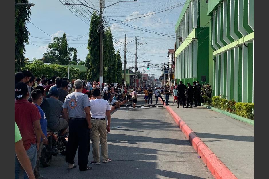 La manifestación fue por la clausura de una empresa de cable que opera en la localidad. (Foto: cortesía)