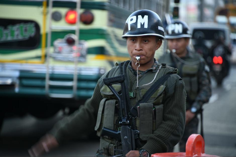 Una de las primeras acciones del presidente Alejandro Giammattei fue sacar al Ejército a patrullar a la calles como parte de sus operativos antipandillas. (Foto: Archivo/Soy502)