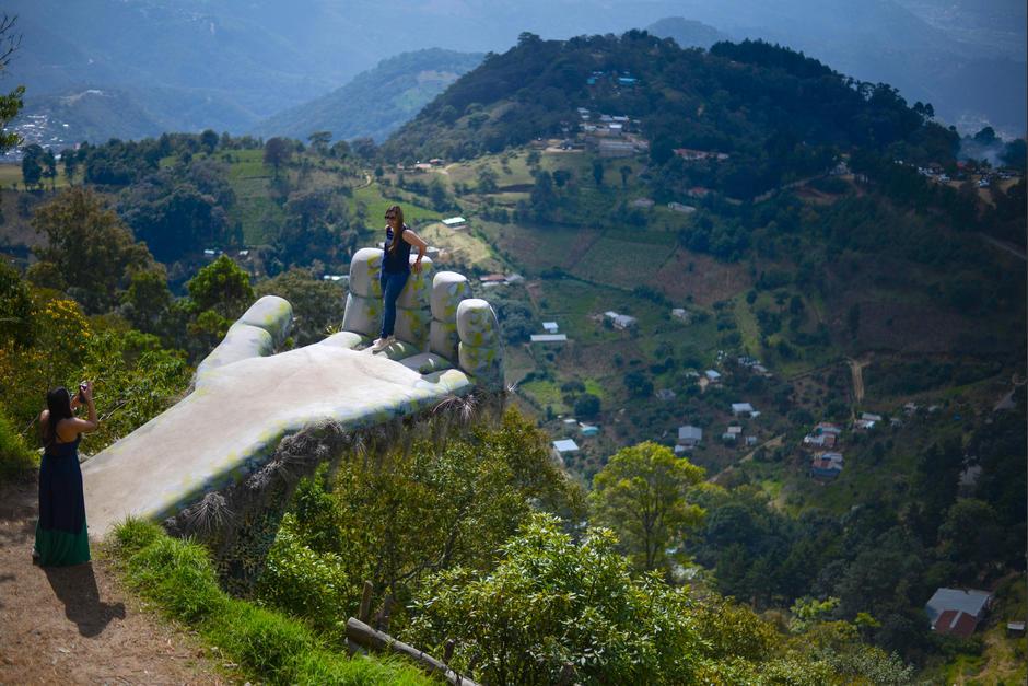 Los visitantes buscan tomarse las mejores fotos en este lugar. (Foto: Wilder López/Soy502)