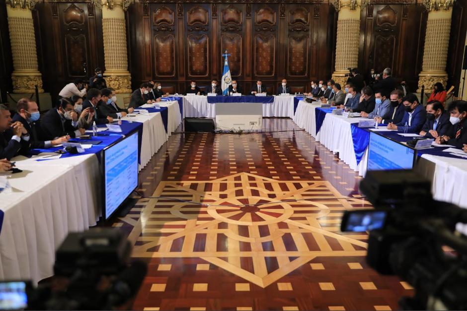 El presidente Alejandro Giammattei se reunión con jefes de bloques del Congreso. (Foto: Wilder López/Soy502)