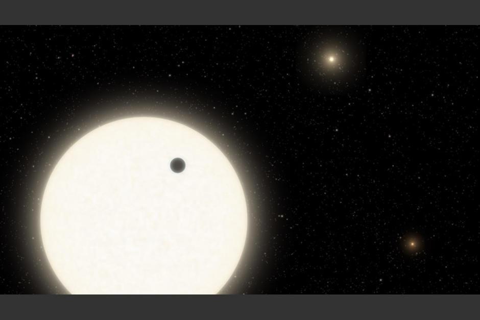 NASA confirma la existencia de un mundo alrededor de tres estrellas