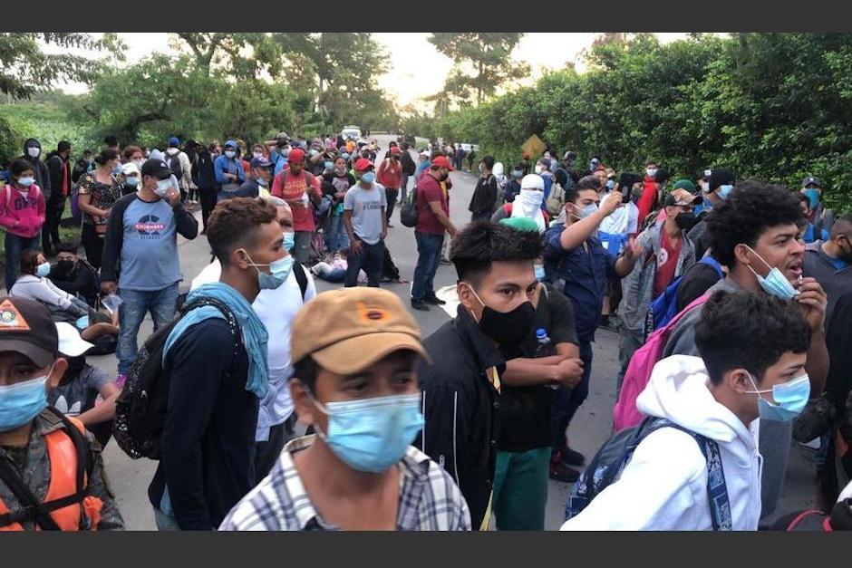 Los socorristas acompañan la caravana para brindar apoyo a los migrantes. (Foto: Bomberos Voluntarios)
