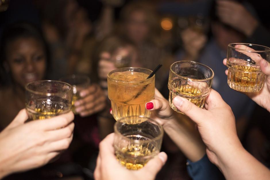 El consumo y venta de bebidas embriagantes en horarios no permitidos serán multados. (Foto: Archivo/Soy502)