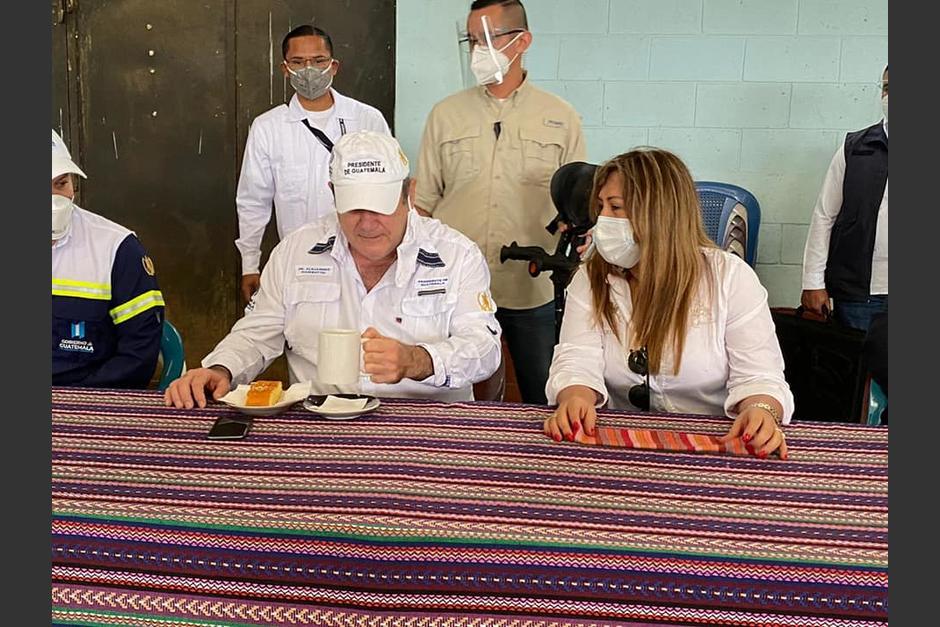 La diputada Sofía Hernández publicó en su cuenta de Facebook una reunión que sostuvo con el presidente Alejandro Giammattei en junio del 2020. (Foto: Facebook SH)