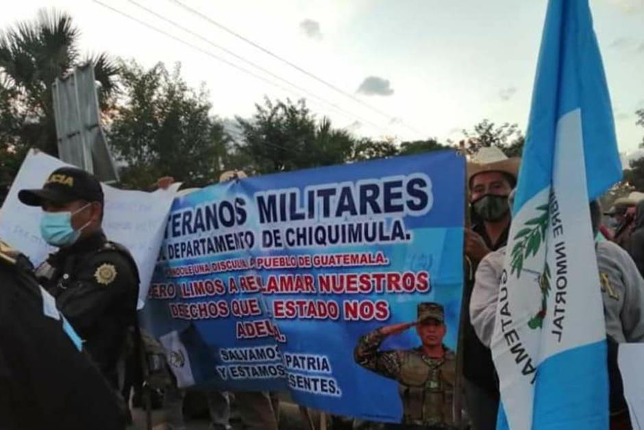 Los militares retirados protestan y bloquean cinco carreteras en el país. (Foto: PNC)