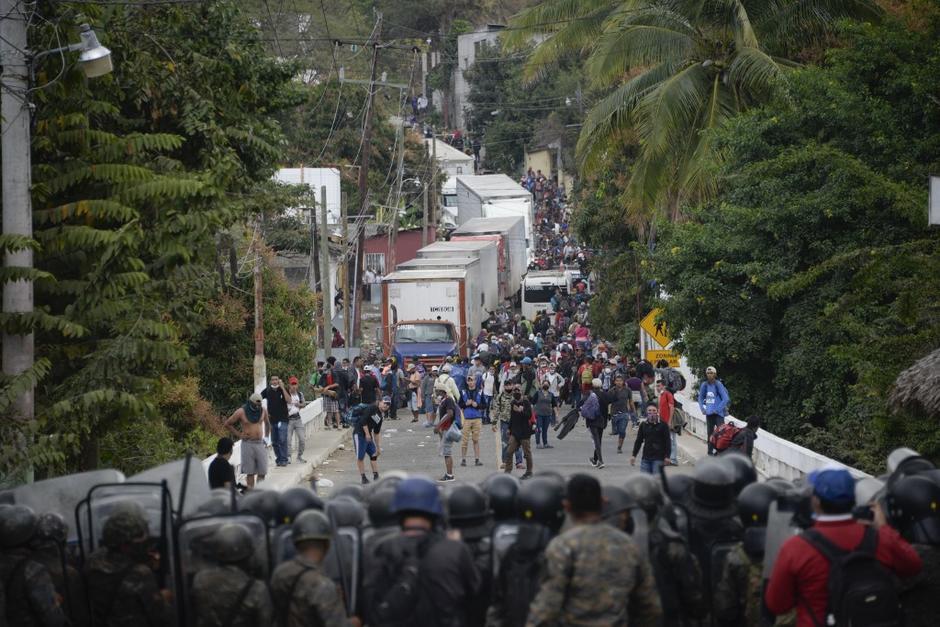 Las autoridades guatemaltecas utilizaron la fuerza contra la caravana de migrantes. (Foto: AFP)