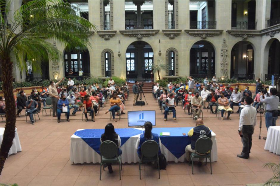 Los representantes de los mercados se reunieron este sábado con autoridades de Salud. (Foto: MSPAS)