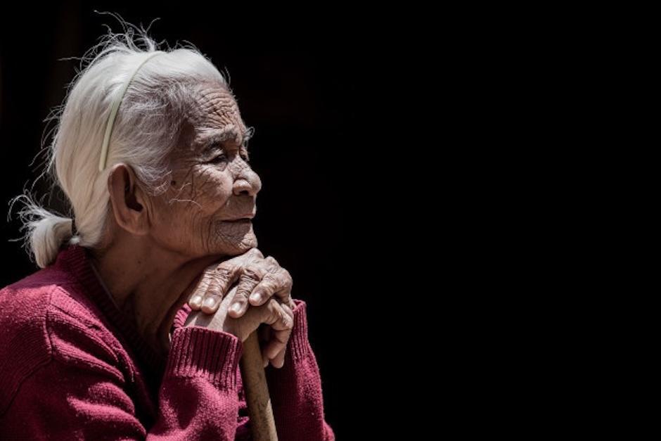 Anciana reaparece 10 días después de ser enterrada por Covid-19