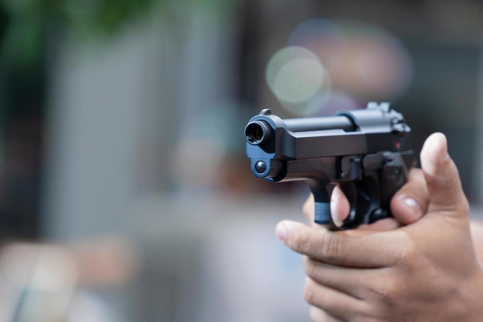 """""""Agárrelo, poli"""", se escucha gritar a un hombre y luego se oyen varios disparos. (Foto: Shutterstock)"""