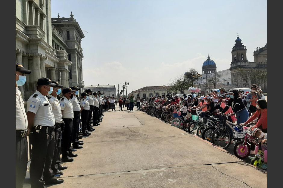 La protesta culminó frente al Palacio Nacional de la Cultura. (Foto:@fundebase/Twitter)