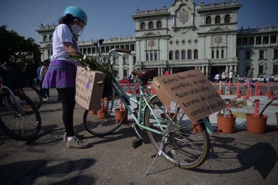 El grupo se reunión en la Plaza de la Constitución y caminó por la sexta avenida.  (Foto: Wilder López/Soy502)