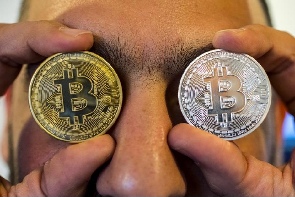 El bitcóin superó los 53 mil dólares este viernes 19 de febrero. La SIB advierte que su precio es muy volátil y no está respaldada en el sistema financiero del país. (Foto: AFP)
