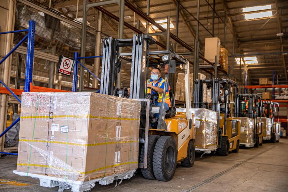 El primer cargamento de computadoras será entregado a partir del lunes, 22 de febrero. (Foto: Facebook, Nayib Bukele)