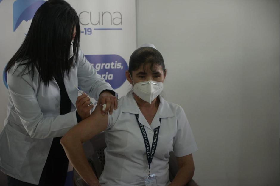 Magdalena Guevara fue la primera guatemalteca en recibir la vacuna contra el Covid-19. (Foto: Wilder López/Soy502)