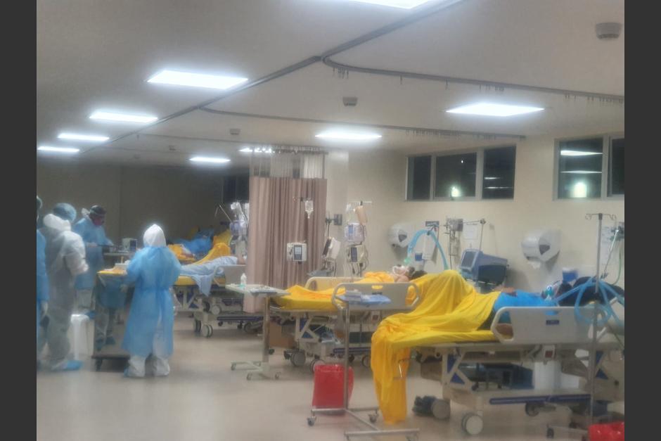 El Hospital Nacional de Especialidades de Villa Nueva está saturado y los médicos y enfermeras no se dan abasto para atender a los pacientes. (Foto: Cortesía)