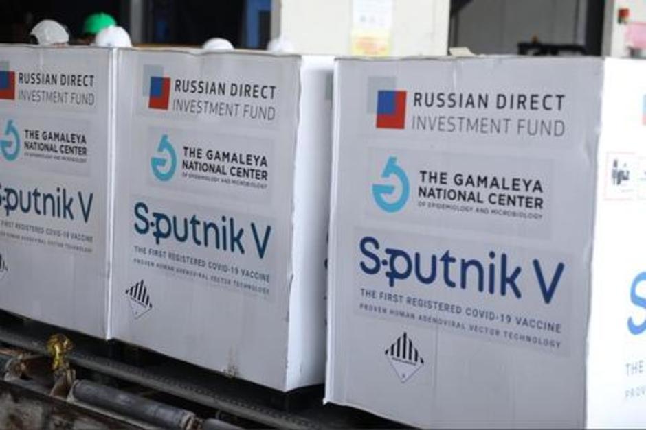 El presidente Alejandro Giammattei anunció que la fecha de la llegada de la segunda dosis de Sputnik V se conocerá la semana entrante. (Foto: archivo/Soy502)