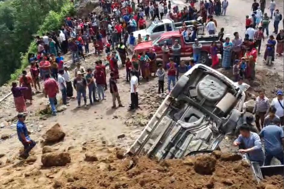 Un derrumbe dejó varios autos soterrados en Tajumulco, San Marcos. (Foto: CTV Tajumulco)