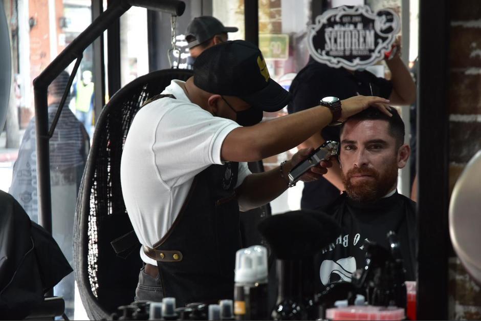 Jean Márquez, uno de los primeros clientes de la barbería de Neto