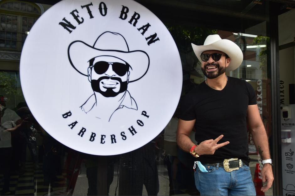 Inauguran la primera barbería del alcalde de Mixco, Neto Bran. (Foto: Fredy Hernández/Soy502)