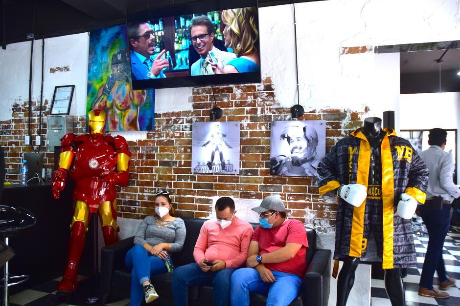 La sala de espera es amplia para la espera de los clientes. (Foto: Fredy Hernández/Soy502)
