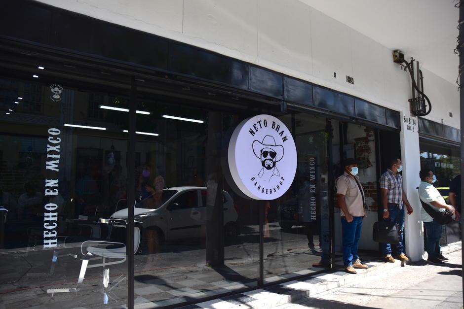 La barbería se ubica sobre la 8a. avenida y 8a. calle de la zona 1, a pocos metros del Mercado Central. (Foto: Fredy Hernández/Soy502)