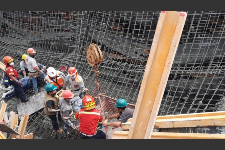 Tres trabajadores del lugar fueron rescatados con algunas heridas. (Foto: CBM)