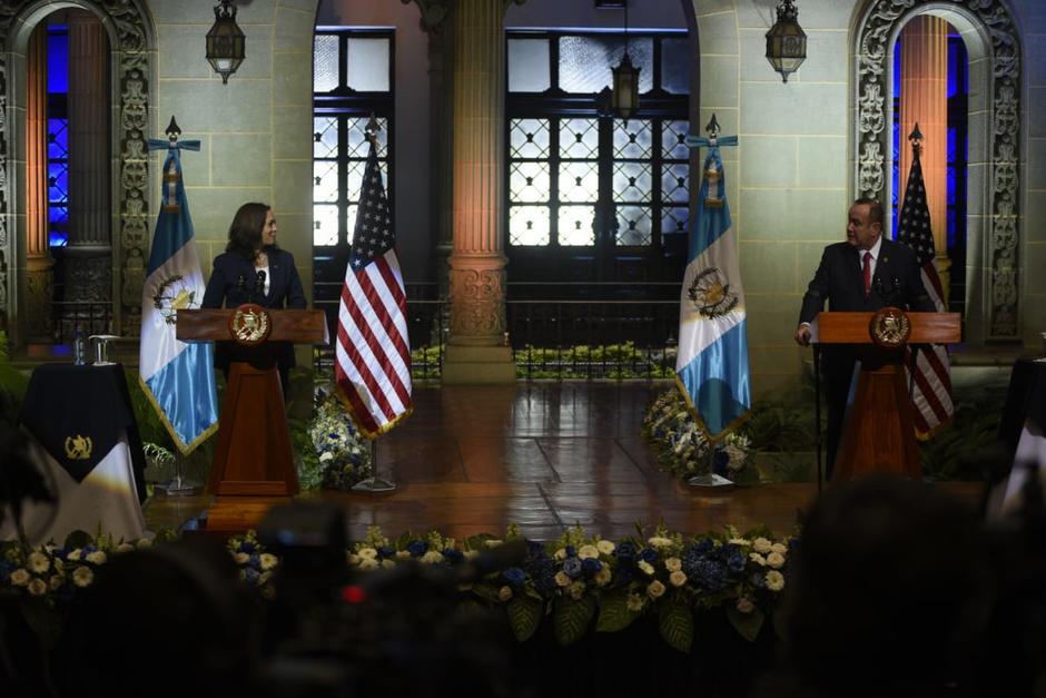 Kamala Harris, vicepresidenta de Estados Unidos y Alejandro Giammattei , presidente de Guatemala, sostuvieron una reunión. (Foto: Wilder López/Soy502)