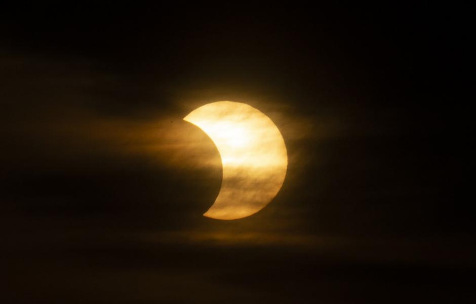 Así se observó el eclipse en Nueva York. (Foto: AFP)