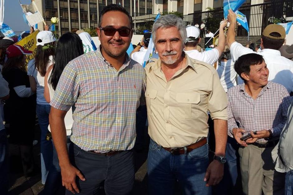 José Enrique Urrutia Estrada junto a Ricardo Méndez Ruiz en una fotografía publicada en enero de 2016. (Foto: Facebook José Urrutia)