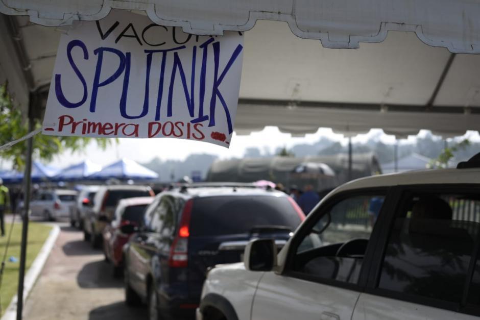 Así reciben en Cayalá a las personas que buscan la vacuna. (Foto: Wilder López/Soy502)