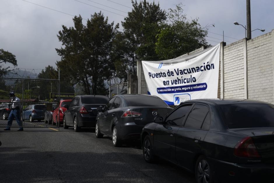 Desde las 5 de la mañana muchos guatemaltecos hacen fila. (Foto: Wilder López/Soy502)