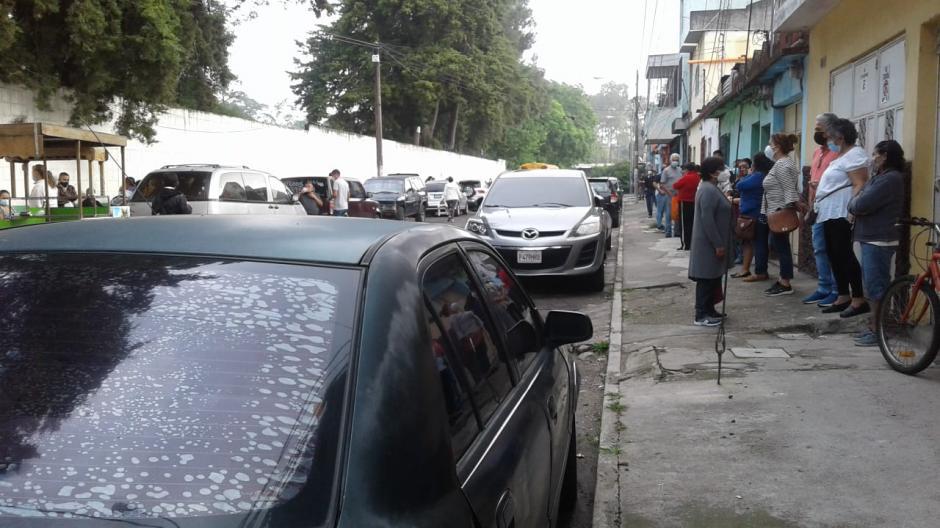 En la zona 6, guatemaltecos han llegado desde las 4 de la mañana. (Foto: Wilder López/Soy502)